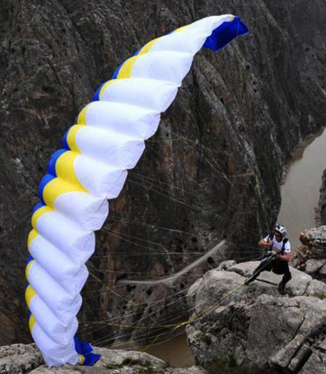 cam tracey cameron smith australian base jump skydive traveller